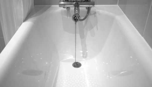 カビ取り剤でOK!入浴剤による浴槽の色移りを落とす方法